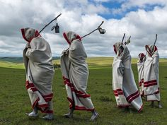 From San healing dances to Xhosa initiations, Hamar bull jumping to Bodi beauty pageants, there's no shortage of incredible African tribal traditions. Xhosa, South African Art, Circumcision, New Wife, Coming Of Age, Photojournalism, Male Beauty, Persona, The Incredibles