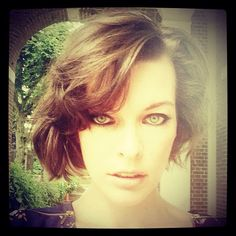 "17 mil curtidas, 393 comentários - Milla Jovovich (@millajovovich) no Instagram: ""New haircut! Shooting today w fabulous hair stylist #katsumi Matsuo and makeup artist @misha212…"""
