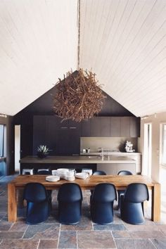 kitchen + dining room combo // amazing ceiling // #pantone #natural #modern