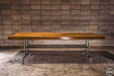 제품설명 - 고무나무 원목 24t와 흑관 파이프 25A(34mm)로 제작된 파이프 테이블 입니다. - 24t 상판에 80t로 바를 더 둘러서 총 80t로 제작 되었습니다. - 원목은 절단과 샌딩 공정 후 천연 오일로 마감 되어 있습니다. - 흑관 파이프는 가공 뒤 전부 열처리 마감을 하여, �