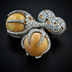 Melo pearl, diamond and mandarin garnet cufflinks on platinum ~ James de Givenchy ~ Taffin Jewelry Mens Diamond Jewelry, Platinum Jewelry, Men's Jewelry Rings, Pearl Jewelry, Gold Jewellery, Antique Jewelry, Silver Jewelry, Vintage Jewelry, Men's Accessories