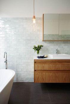 Badeværelse. Kommentar: fliserne på væggen, ikke gulvet. Kan kombineres med mørkegrønne fra anden pin.