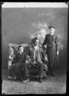 Catalunya 1900, família, barretina i espardenya