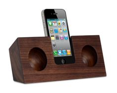 Walnut Original front view with iPhone-koostik