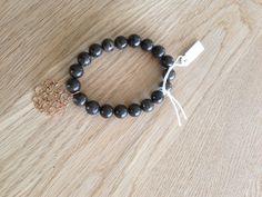 Bracelet en pierre naturelle et breloque