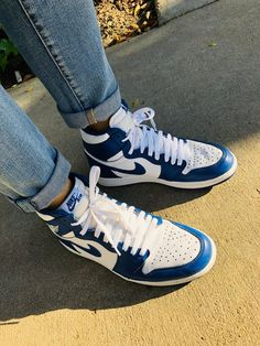 Source by de mujer 2020 Sneaker Outfits, Sneakers Fashion Outfits, Nike Outfits, Sneakers Mode, Girls Sneakers, Navy Blue Sneakers, Jordan Shoes Girls, Girls Shoes, Nike Air Shoes