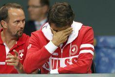 Davis Cup (2014): Switzerland vs. Kazakhstan - Federer watching Wawrinka lose his match against Golubev.