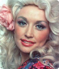 """""""Soy la chica de al lado, siempre y cuando vivas junto a un parque de atracciones""""- Dolly Parton."""
