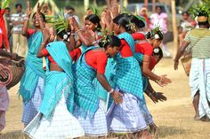 Folk Dancers: Tusu Dance West Bengal is one of the important cultural states of India. Folk dances and music is a part of the life of people here. This state is a loving home of various tribal groups of people including Santhals. These communities perform their own cultural and traditional activities on various occasion and festivities.