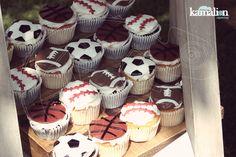 www.kamalion.com.mx - Mesa de Dulces / Candy Bar / Postres / Baby Shower / Azul & Rojo / Blue & Red / Vintage / Rustic Decor / Mesa de Dulces / Dessert / Sports / Deportes / Balón / Cupcakes