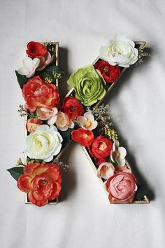 Fake Flower Monogram DIY (can be done with fresh flowers and oasis too!) // Ann Marie + Me: DIY Floral Monogram