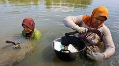 Perempuan di Aceh Harus Bebas dari Trauma Pelanggaran HAM | Majalah Kartini