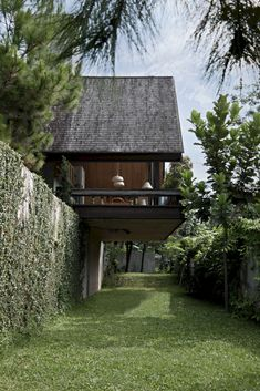 EH House: A Weekend Villa with Contemporary Interior and Gathering Spaces in Bandung's Hillside Area – Futurist Architecture Tropical Architecture, Futuristic Architecture, Architecture Details, Interior Architecture, Outdoor Balcony, House Roof, House 2, Tropical Houses, Contemporary Interior