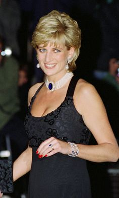 Originally a brooch, this stunning Sri Lankan sapphire-and-diamond piece was a gift from the Queen Mother. Diana had it made into a choker.