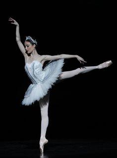 Amber Scott in Swan Lake, Australian Ballet Company.