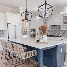 Cooking with Coifa: Projects, Tips and Beautiful Photos! - Home Fashion Trend Home Decor Kitchen, New Kitchen, Kitchen Design, Kitchen Ideas, Kitchen Colors, Kitchen Wall Tiles, Kitchen Cupboards, Dark Cabinets, Beach Kitchens