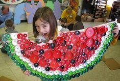 Kids Crafts, Summer Crafts, Arts And Crafts, Plastic Bottle Tops, Plastic Art, Plastic Cups, Bottle Cap Projects, Bottle Cap Crafts, Diy Bottle