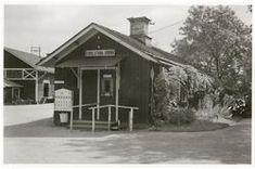 Eskilstuna Södra station, det ursprungliga stationshuset ersattes på SJ-tiden 1930-talet av ett mindre. f.o.m.d 1934-07-18 - Järnvägsmuseet / DigitaltMuseum Shed, Outdoor Structures, Cabin, House Styles, Home Decor, Decoration Home, Room Decor, Cabins, Cottage