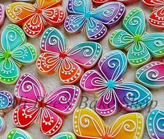 Ali Bee's Bake Shop: From the vault: Colorful Butterflies (all recipes cookies royal icing) Summer Cookies, Fancy Cookies, Iced Cookies, Cute Cookies, Easter Cookies, Cookies Et Biscuits, Cupcake Cookies, Royal Icing Cookies, Cupcakes