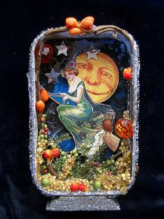 Vintage Witch Shadow Box by fairydustedmermaids. Shadow Box Kunst, Shadow Box Art, Vintage Witch, Vintage Halloween, Vintage Holiday, Halloween Themes, Halloween Crafts, Halloween Ornaments, Halloween Table