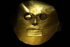 Máscara de Oro en el Museo del Oro, Bogotá, Colombia. Tolima cultura, Valle del Cauca. #Mask