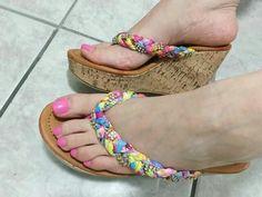 Gorgeous Heels, Beautiful Shoes, Beautiful Hands, Beautiful Women, Platform Flip Flops, Women's Feet, Sexy High Heels, Girls Shoes, Wedge Sandals