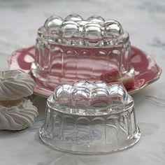 Vintage Jelly Moulds - in second hand shop!but its o so lovely Vintage Kitchenware, Vintage Tupperware, Vintage Plates, Vintage Dishes, Vintage Items, Vintage Glassware, Jelly Jars, Jelly Moulds, Berry Lipstick