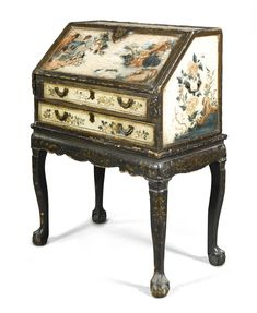 A Chinese Export lacquered bureau late 18th Century