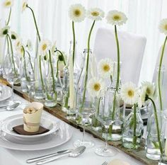 Table decoration with different vase heights and white gerbera – white, green and brown wedding table centerpiece with daisies – www.de Source by weddingstyle Wedding Table Centerpieces, Wedding Table Settings, Wedding Decorations, Table Decorations, Wedding Tables, Table Arrangements, Floral Arrangements, Table Origami, Decoration Evenementielle
