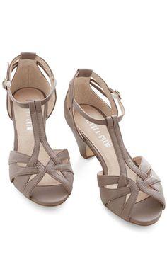 cute heeled #beige sandals http://rstyle.me/n/knsu5r9te
