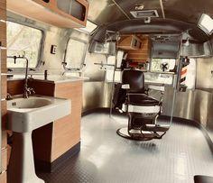 Vintage Airstream converted into a barber shop. Vintage Airstream converted into a barber shop. Barber Shop Interior, Barber Shop Decor, Salon Interior Design, Beauty Salon Interior, Boutique Interior, Mobile Hair Salon, Best Barber Shop, Mobile Barber, Barbershop Design