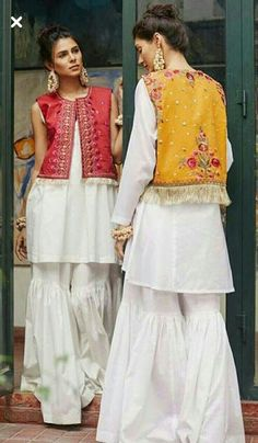 indian fashion Jewelry -- Press VISIT link above for more options Pakistani Couture, Pakistani Outfits, Indian Outfits, Casual Dresses, Fashion Dresses, Desi Wear, Desi Clothes, Indian Designer Wear, Indian Dresses