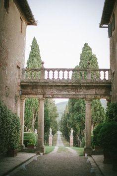 The rustic elegance of the Borgo Stomennano, a tuscan estate in Monteriggioni