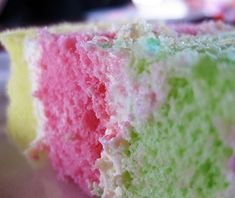 The Dee Lite Bakery is best known for their guava chiffon cake made from a secret recipe since the bakery's opening in 1959. Other selections include the rainbow cake with alternating layers of lime, guava, and passionfruit, and a custard pie.