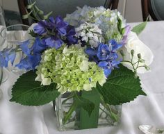center piece with ivory, blue, green combination