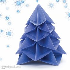 "happydappybits: "" I don't know about you, but I love origami! My fiancé is Korean so I often receive little animals and things made out of paper. This Christmas Tree is an origami model by. Origami Design, Diy Origami, Origami Tree, Origami Modular, Origami Christmas Tree, Origami Ornaments, Origami And Kirigami, Noel Christmas, Christmas Projects"