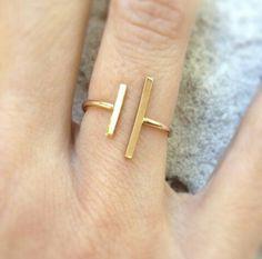 Simple but beautiful gold geometric ring