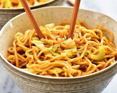 C'est le temps de sortir vos baguettes et de savourer un bon repas asiatique et santé dans le confort de sa maison. Humm :) Wok Recipes, Egg Free Recipes, Easy Asian Recipes, Fun Easy Recipes, Easy Meals, Cooking Recipes, Ethnic Recipes, Cleaning Recipes, Noodle Recipes