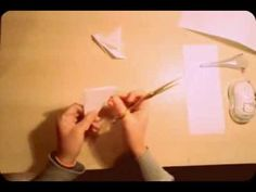 Como fazer um floco de neve de Papel - How to make a paper snowflake