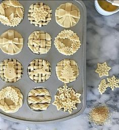 New holiday baking recipes pie crusts ideas Holiday Pies, Holiday Baking, Christmas Baking, Christmas Pies, Vodka Pie Crust, Pie Crusts, Creative Pie Crust, Cake Recipe For Decorating, Baking Recipes