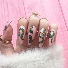 halloween nails snake nails Fake nails Nail design nail art False Nails F Stiletto Nail Art, Acrylic Nails, Diy Nails, Cute Nails, Nail Art Designs, Unique Nail Designs, Nails Decoradas, Nail Art Halloween, Halloween Halloween