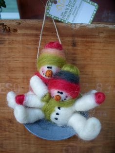 Snowmen on Saucer Sled Wool Wrapped/Needle Felted Ornament Felt Snowman, Diy Snowman, Frosty The Snowmen, Felt Christmas, Christmas Snowman, All Things Christmas, Christmas Ornaments, Outdoor Christmas, Christmas Trees