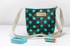 Sewing a simple bag – step by step instructions for sewing beginners - FABRIC CRAFTS Sewing Hacks, Sewing Tutorials, Sewing Crafts, Diy Bags Tutorial, Simple Bags, Sew Simple, Simple Crafts, Leftover Fabric, Love Sewing