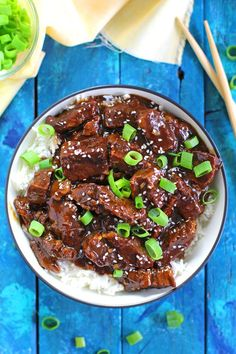 Instant Pot Mongolian Beef is a very easy and delicious meal you can make in just 30 minutes. Sweet, juicy and with tons of garlic and fresh ginger!