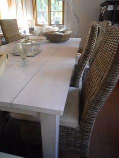 Kate ruokatuoli kubu harmaa , Kate ruokapöytä valkoinen Dining Table, Furniture, Home Decor, Decoration Home, Room Decor, Dinner Table, Home Furnishings, Dining Room Table, Home Interior Design
