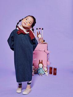 Kids Girls, Baby Kids, Little Girls, Kids Fashion Photography, Children Photography, New Era Kids, Copywriter, Kid Poses, Kids Prints