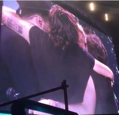 group hug after singing Happy Birthday to Niall!!!
