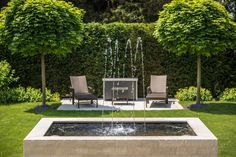 The freshness kick in the garden - Garten & Terrasse Front Yard Patio, Front Yard Landscaping, Landscaping Plants, Water Fountain Design, Fountain Ideas, Ideas Para El Patio Frontal, Small Front Gardens, Garden Fountains, Fountain Garden