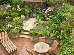 Terrassengestaltung mit Pflanzen | Wand & Beet
