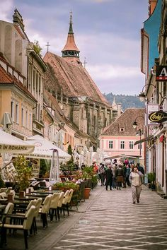 Strada Brasov # Romania # Cities # Old Town . Beautiful Places To Travel, Cool Places To Visit, Places To Go, European Travel, Travel Europe, Shopping Travel, Prague Travel, Brasov Romania, Chateau Medieval